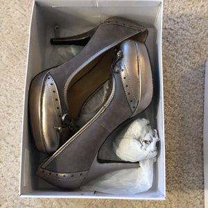 Nine West gray gold suede heels size 8